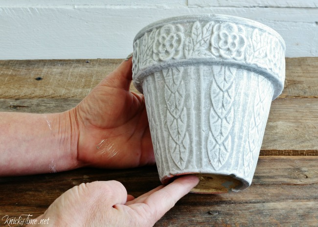 Update the look of a thrift shop flower pot - KnickofTime.net