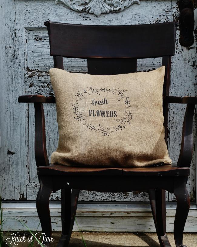 DIY jute burlap floral wreath pillow - KnickofTime.net