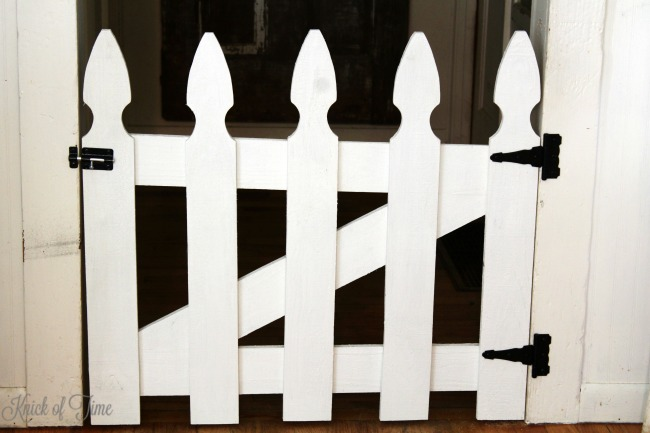 DIY picket fence pet gate 9 - Knick of Time