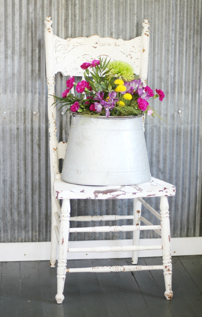 Fresh flowers on a farmhouse chair - KnickofTime.net