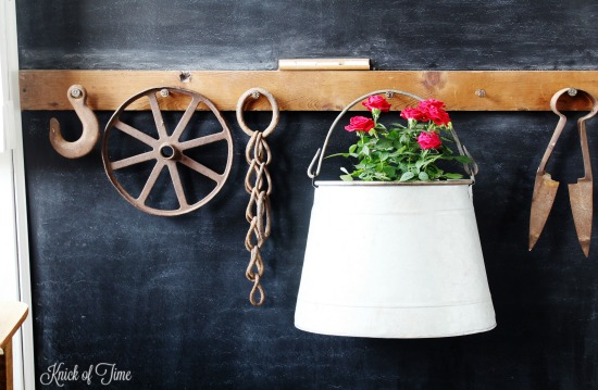 farmhouse entryway with flowers and rustic decor - KnickofTime.net