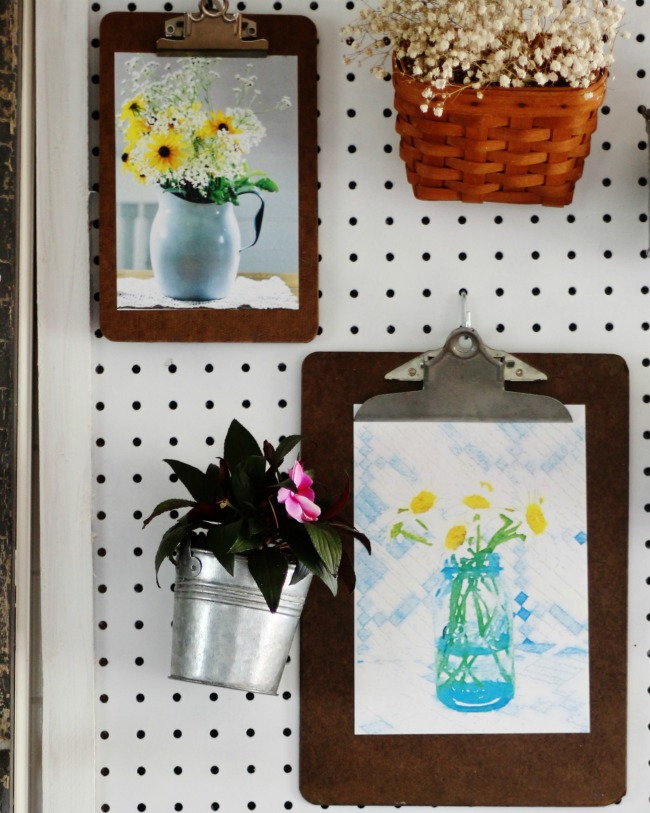 pegboard organizer flower prints on clipboards - KnickofTime.net