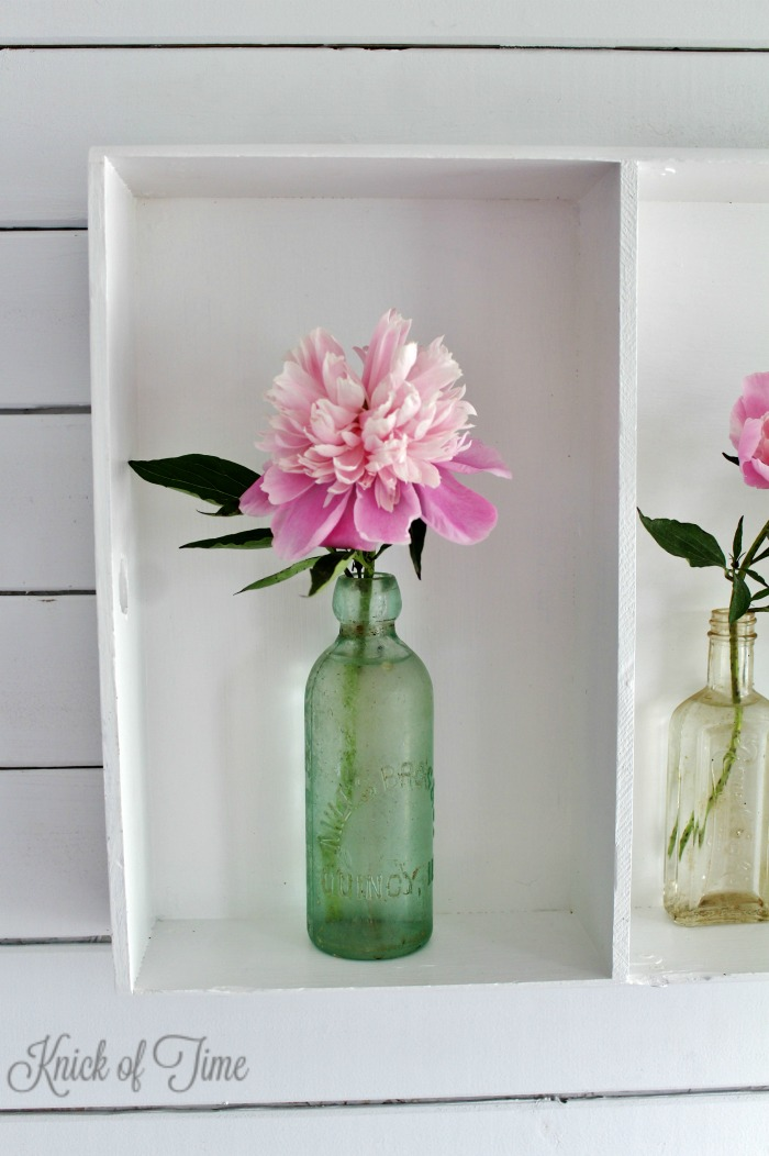 Get a fresh farmhouse look by displaying flower blooms in vintage apothecary bottles - KnickofTime.net