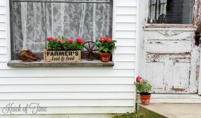 How to make a rustic pallet wood farmhouse window flower box - www.knickoftime.net