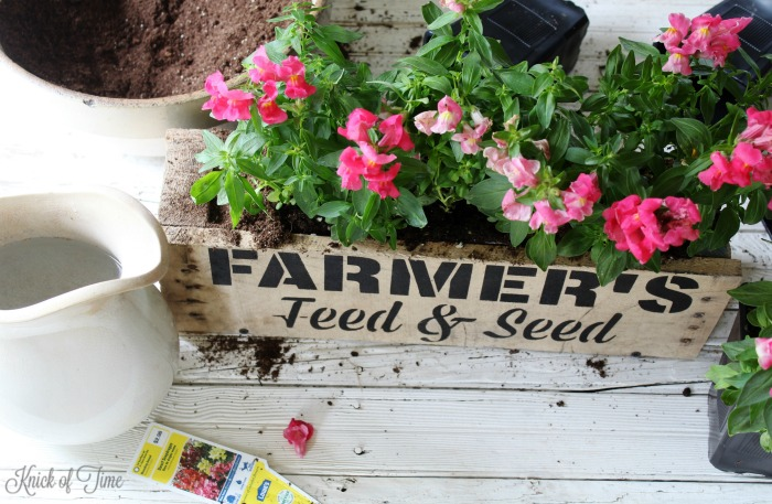 Create your on rustic farmhouse window box to fill with beautiful blooms! - KnickofTime.net