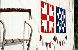 How to make a rustic farmhouse pennant banner - KnickofTime.net