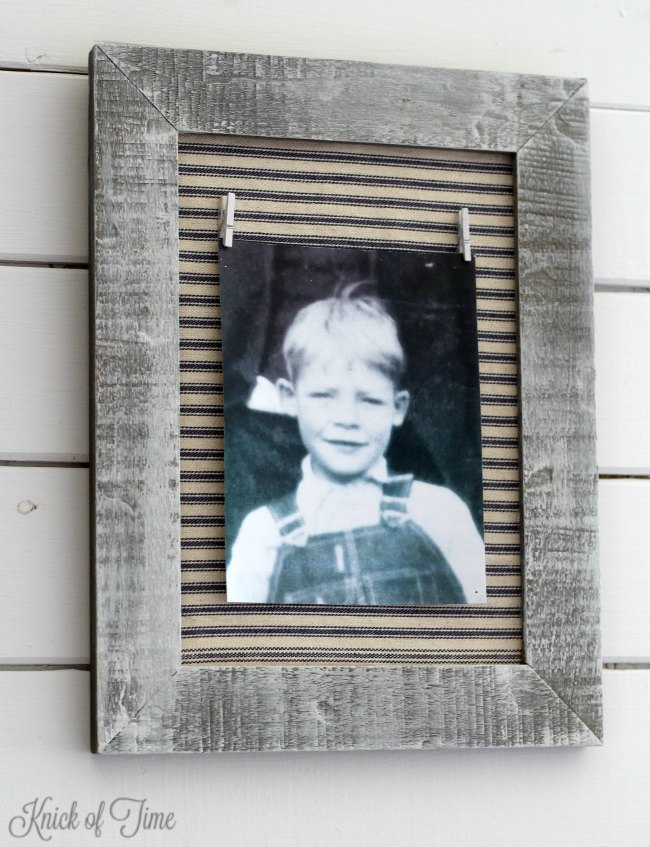 DIY farmhouse style photo frame, inspired by John Denver's Thank God I'm a Country Boy song ... and my dad - www.knickoftime.net