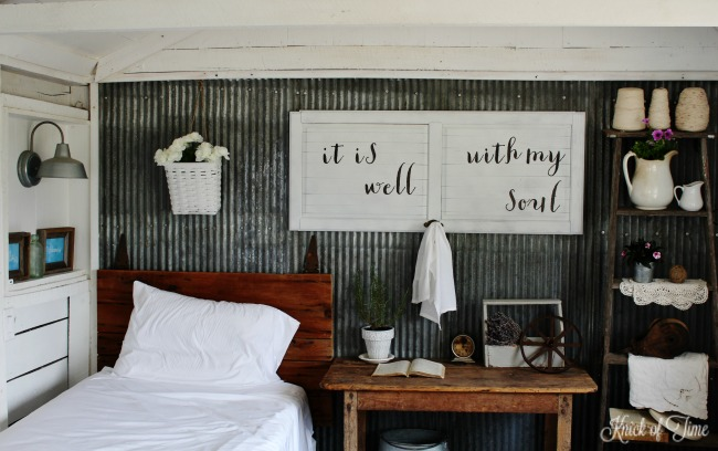 Create your own DIY wall art with salvaged wood, paint and stickers! - KnickofTime.net