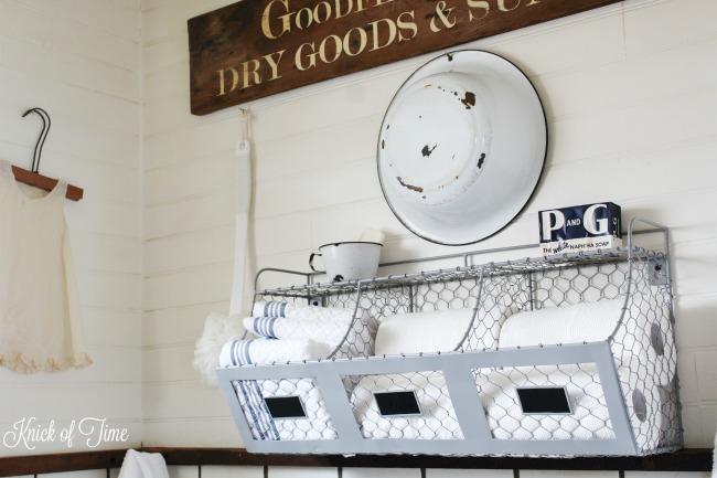 Organize and store bathroom essentials with these chicken wire storage bins - www.knickoftime.net