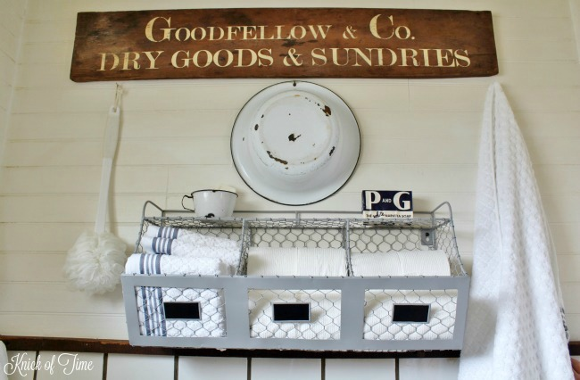 These chicken wire wall bins are perfect for farmhouse bathroom storage - www.knickoftime.net