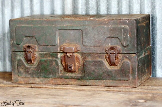 vintage metal green fishing tackle box - KnickofTime.net