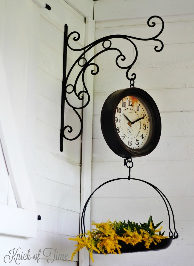 Use a vintage style hanging scale clock to hold fall flowers | http://knickoftime.net/