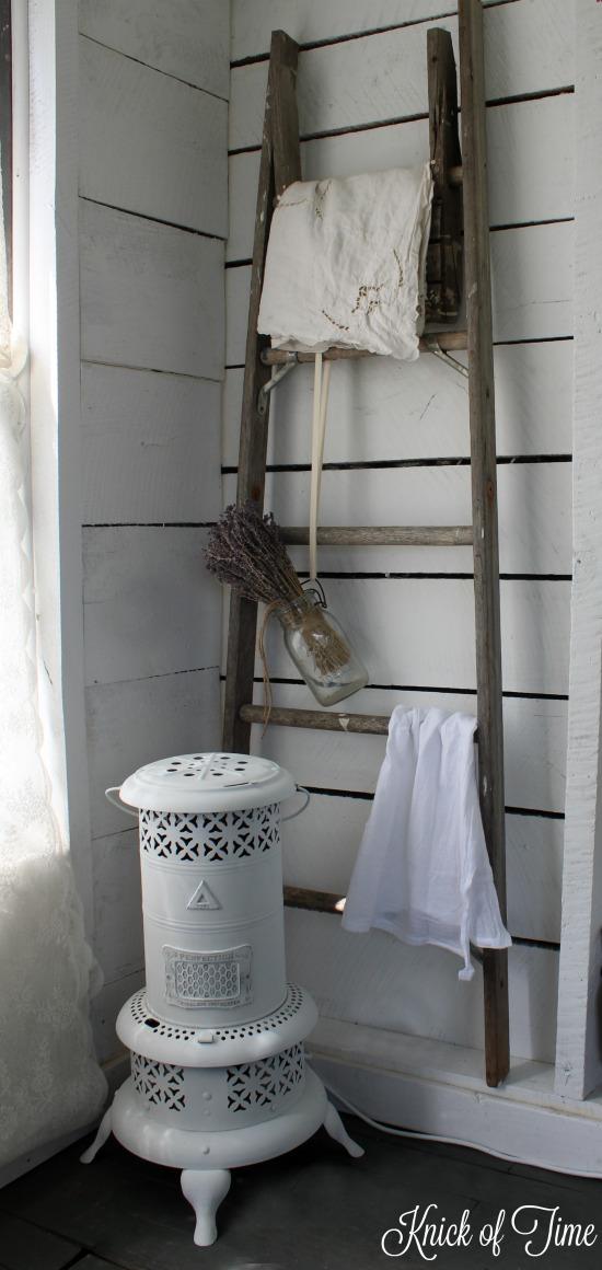 farmhouse light repurposed vintage heater - www.knickoftime.net