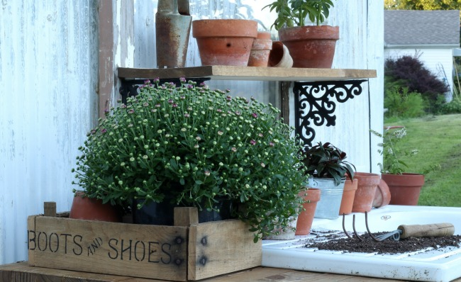Farmhouse Style Potting Bench - www.knickofime.net