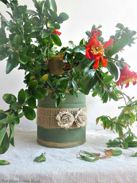 Rustic Burlap and Paint Vase: 20+ Creative Ways to Repurpse Tin Cans | www.knickoftime.net