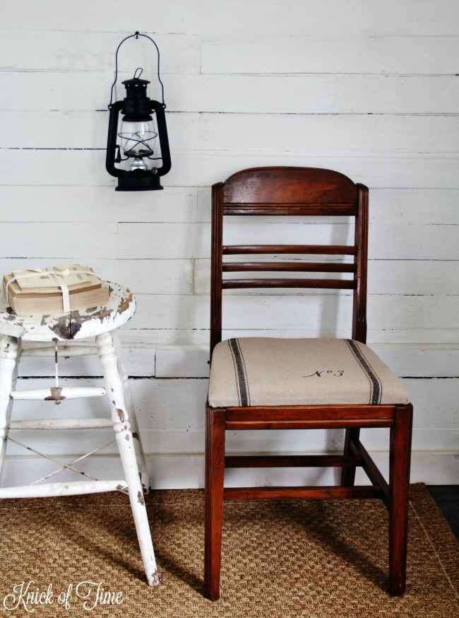 Give an worn out seat cushion a fresh makeover with grain sack fabric and a typography stencil - www.knickoftime.net