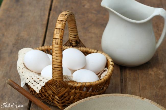 wicker basket farmhouse table