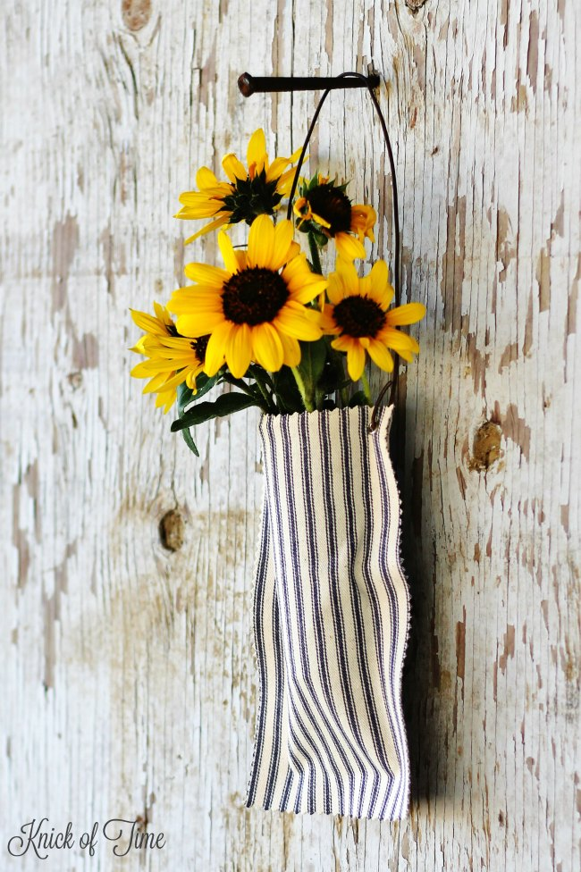 Easy DIY farmhouse fabric pocket tutorial - www.knickoftime.net