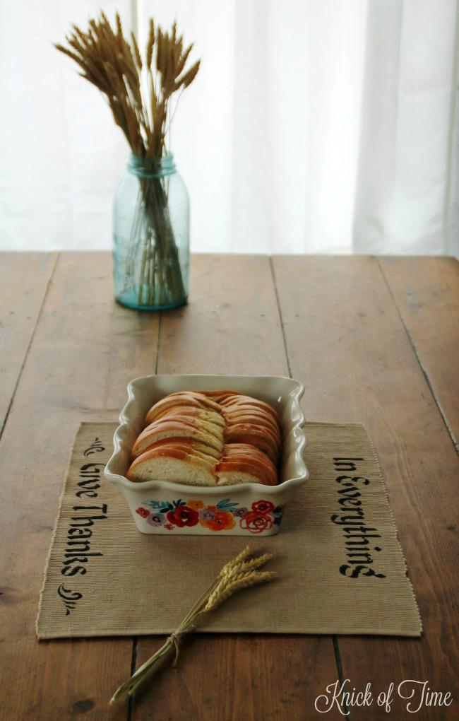 thanksgiving-home-decor-centerpiece-stenciled-placemat-fresh-bread-wheat-stalks