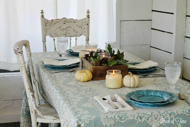Blue and white fall farmhouse table setting with rustic crate centerpiece - www.knickoftime.net