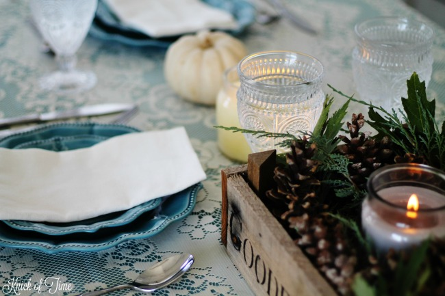 fall-tablescape-blue-dinnerware-table-setting