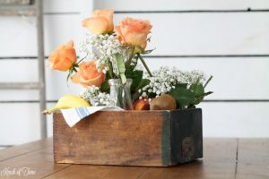 How to create an easy fresh floral and fruit table centerpiece with vintage decor - www.knickoftime.net