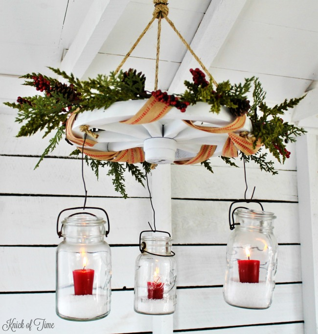 Christmas decorating ideas| Mason jars wagon wheel chandelier for farmhouse Christmasdecor| www.knickoftime.net
