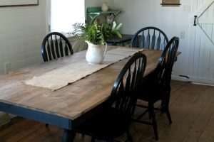 Black and White Farmhouse Kitchen Table & Chairs - www.knickoftime.net