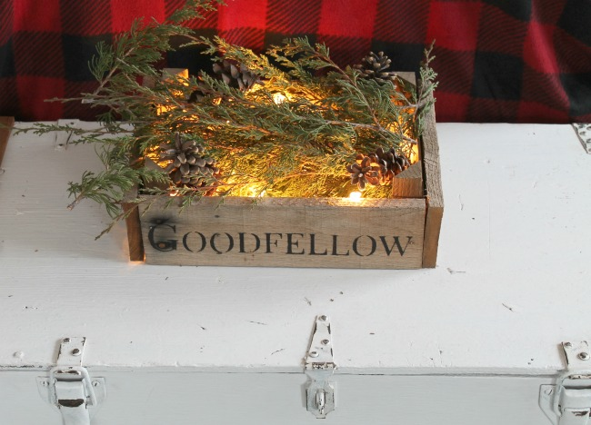 Rustic Cabin Woodland Christmas guest room tour - www.knickoftime.net