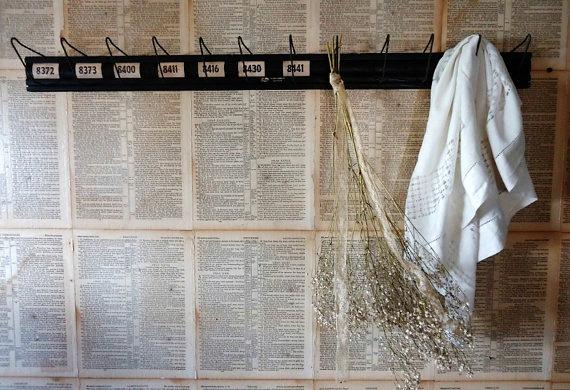 wood and wire peg rack flower drying rack- www.knickoftime.net