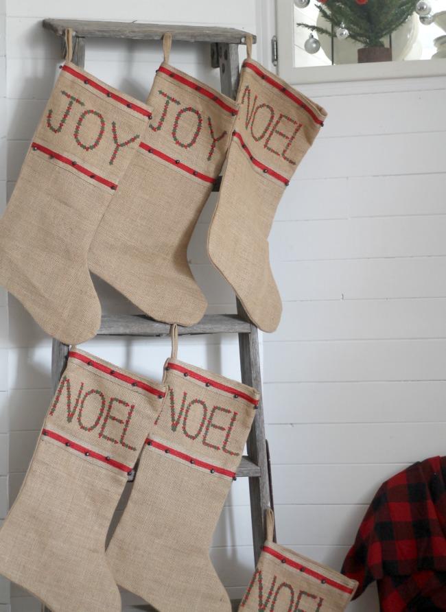 Repurposed ladder Christmas stockings hanger - www.knickoftime.net