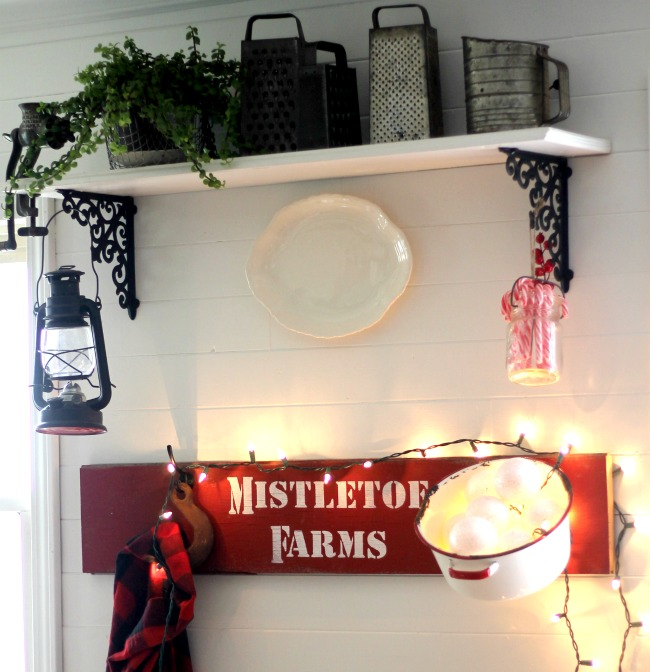 diy-farmhouse-christmas-kitchen-sign