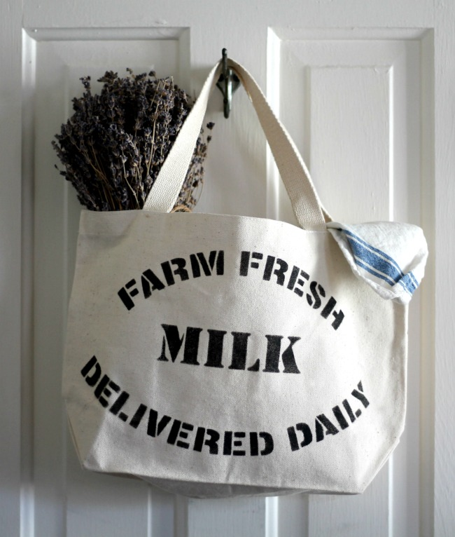 DIY stenciled farmer's market canvas grocery shopping tote bag with Farm Fresh stencil by Knick of Time's Vintage Sign Stencils - www.knickoftime.net