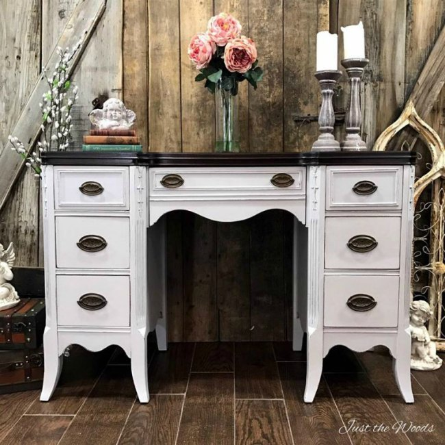gray-painted-desk