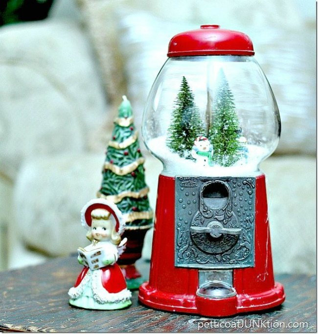 gumball-machine-christmas-snow-globe