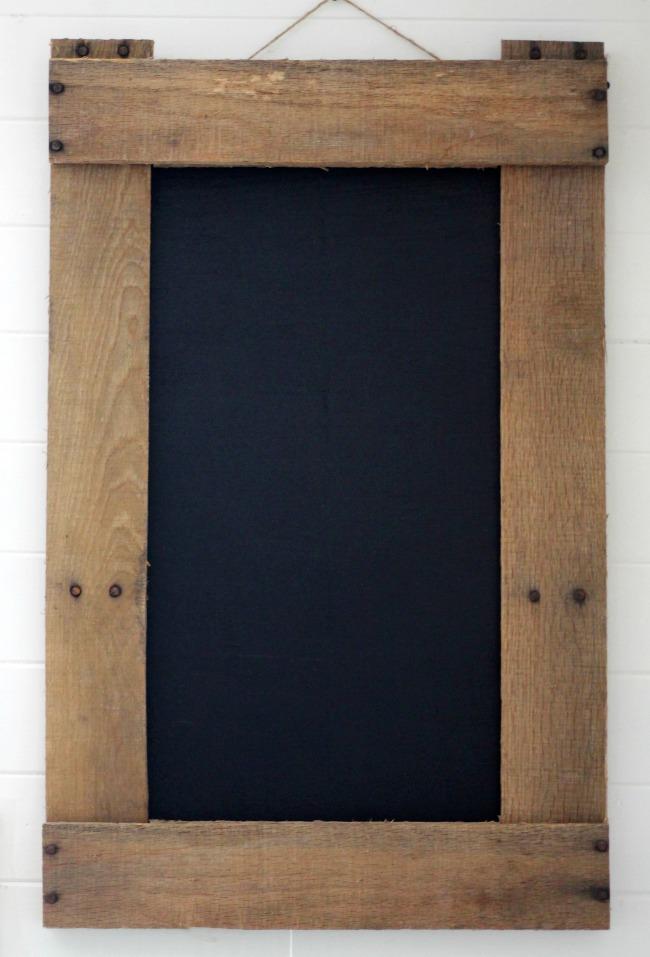 DIY pallet wood frame chalkboard - www.knickoftime.net