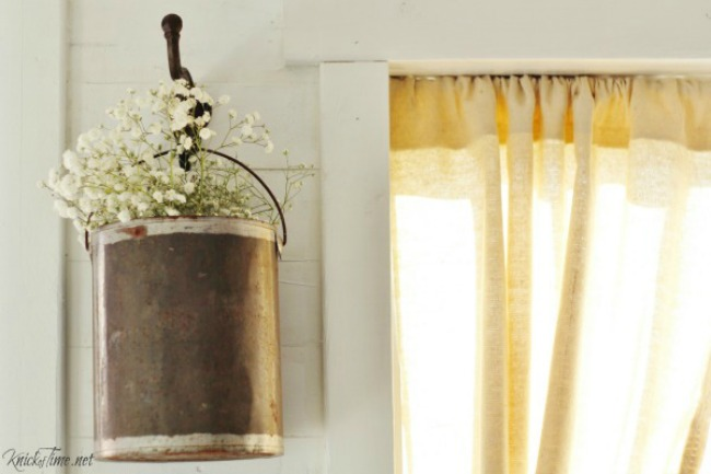 Repurposed paint can famhouse style hanging flower vase | Turn Old Junk into Fabulous Farmhouse Decor |via www.knickoftime.net