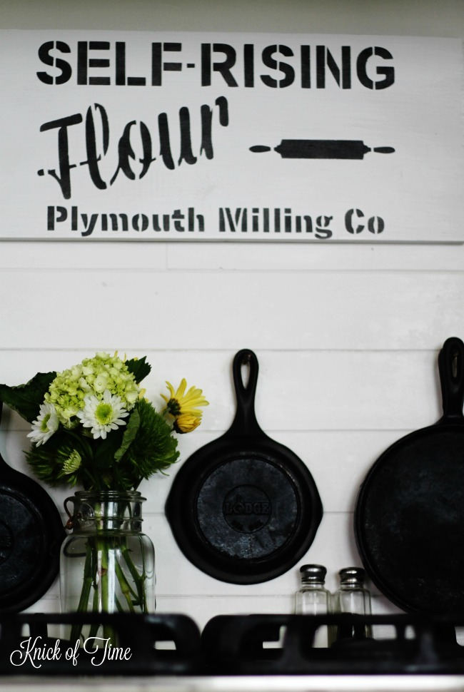Farmhouse kitchen decorating with fresh spring flowers and a DIY kitchen sign with Knick of Time Vintage Sign Stencils | www.knickoftime.net