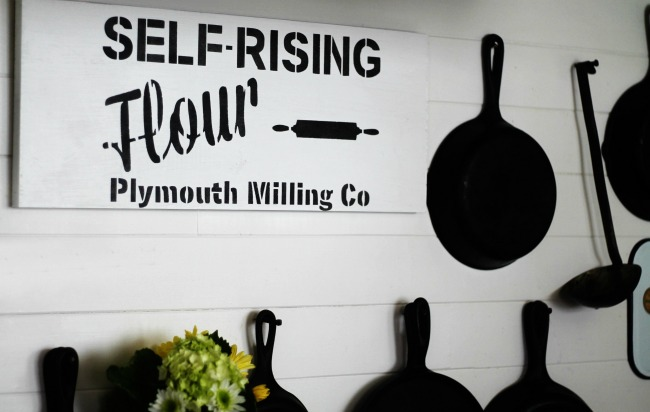 Black and white farmhouse kitchen decorating with a DIY sign using Knick of Time Vintage Sign Stencils   www.knickoftime.net