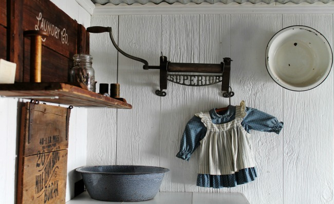 How to make a farmhouse style laundry room sign on salvaged wood | www.knickoftime.net