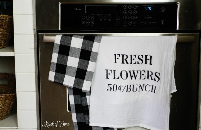 How to Make Easy Stenciled Farmhouse Style Flour Sack Towels | www.knickoftime.net