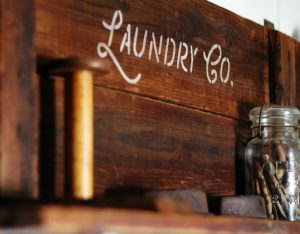 How to make a DIY wooden farmhouse laundry room sign |www.knickoftime.net