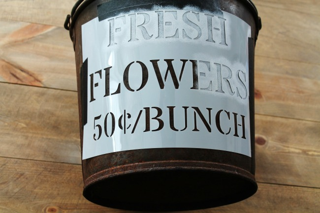 How to paint a stenciled sign on a rusty metal farmhouse bucket | knickoftime.net
