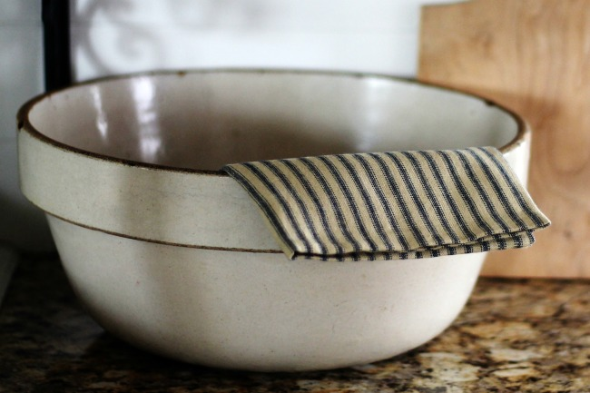 large farmhouse stoneware antique mixing dough bowl | knickoftime.net
