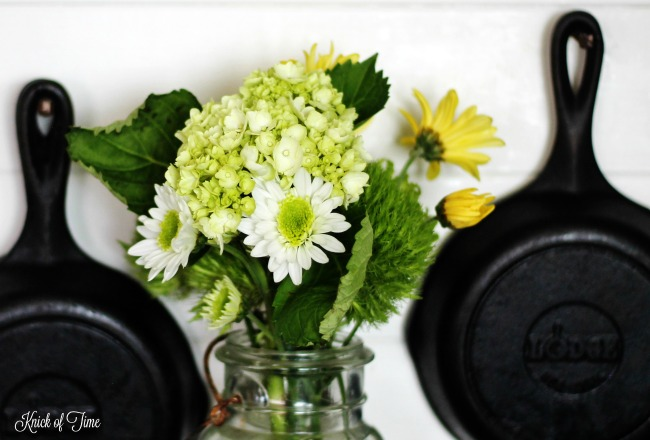 Farmhouse kitchen decorating with Spring flowers in a mason jar | www.knickoftime.net