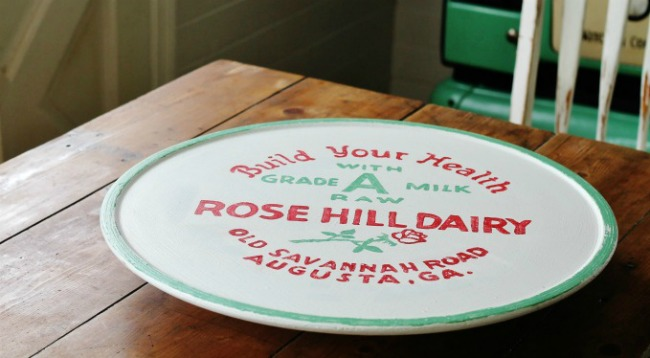 How to paint a vintage milk bottle cap image on a thrift store lazy Susan | knickoftime.net