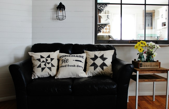 How to Make Simple Farmhouse Decorative Pillows in about 10 minutes with Vintage Sign Stencils | www.knickoftime.net