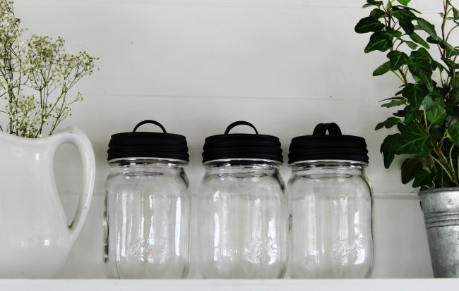 Add these black handled lids to any standard mason jar. Perfect for farmhouse kitchen storage jars! | www.knickoftime.net