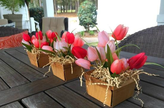 berry basket farmhouse spring centerpiece   http://refreshrestyle.com