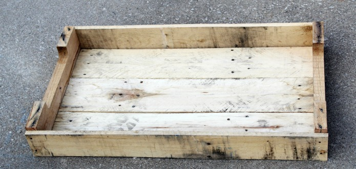 How to Make a Pallet Wood Trays forWeddings, Special Events or Home Decor | www.knickoftime.net